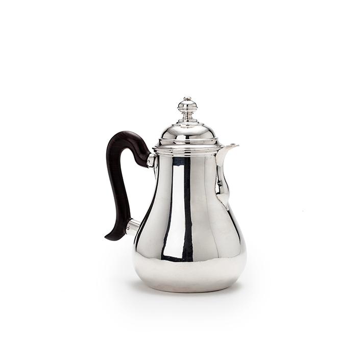 Een zilveren chocoladekan