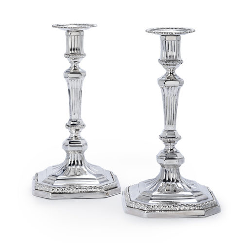Pair of Dutch silver candlesticks, Valentijn Casper Beumke, Amsterdam, 1773